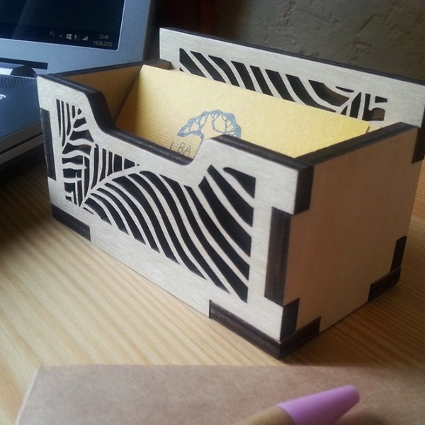 BAOBAB: desktop business card holder made of wood