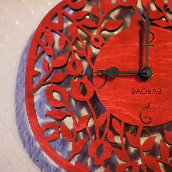 BAOBAB: wall clock made of wood Garnet