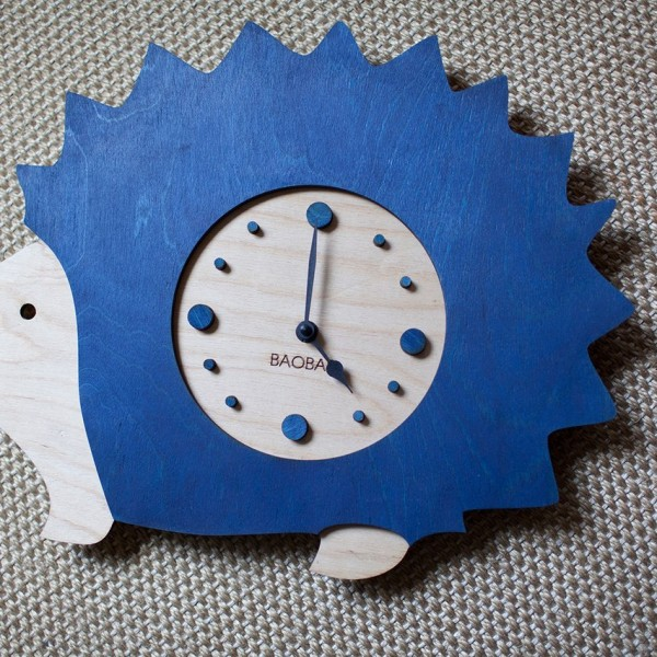 BAOBAB: wall clock made of wood Hedgehog