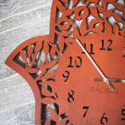 BAOBAB: wall clock made of wood Hamsa