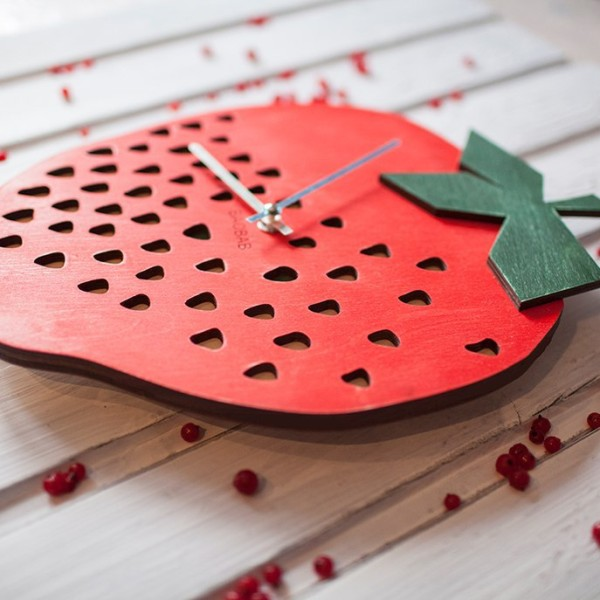 BAOBAB: wall clock made of wood Strawberry