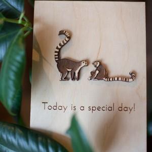 BAOBAB: авторская открытка из дерева лемуры
