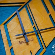 BAOBAB: wall clock made of wood Perspective