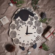 BAOBAB: wall clock made of wood Lamb