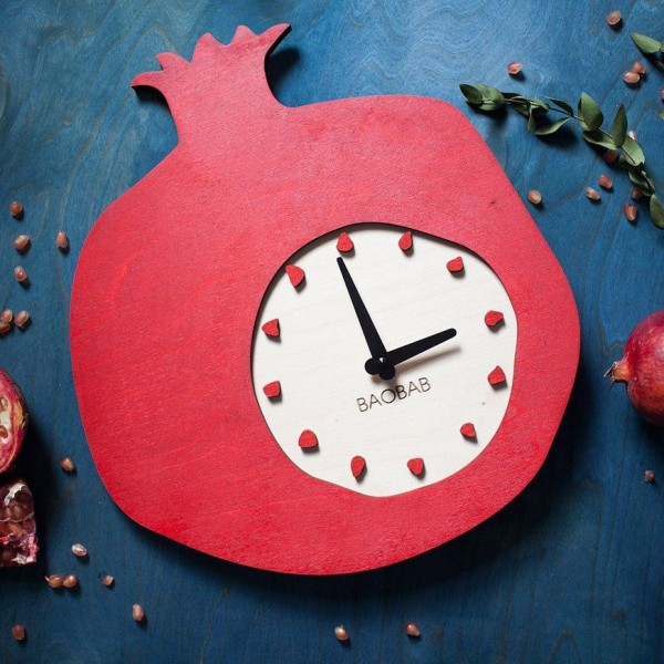 BAOBAB: wall clock made of wood Garnet