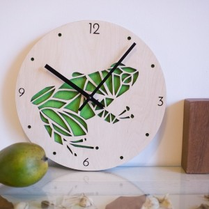 BAOBAB: настенные часы из дерева лягушка