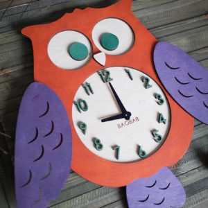 BAOBAB: wall clock made of wood owl