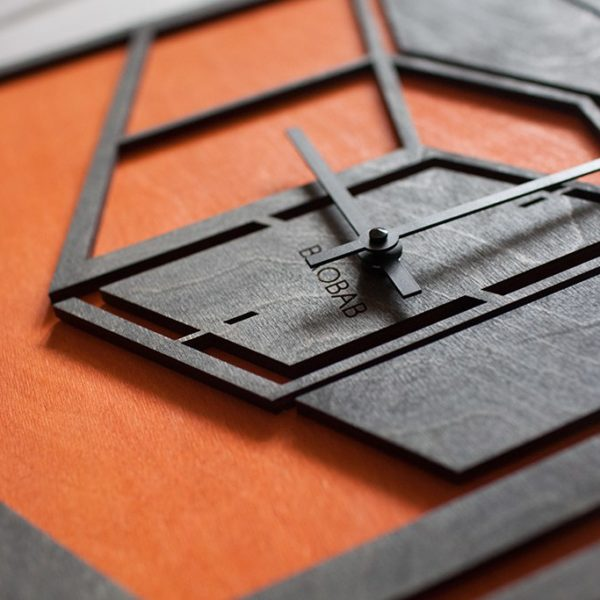BAOBAB: настенные часы из дерева Перспектива