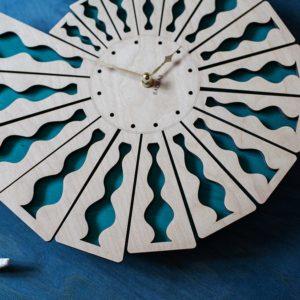 BAOBAB: wall clock made of wood Shell